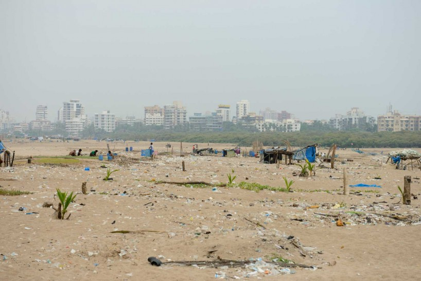 Mumbai : Juhu Beach : October 2012 : Juhu trash