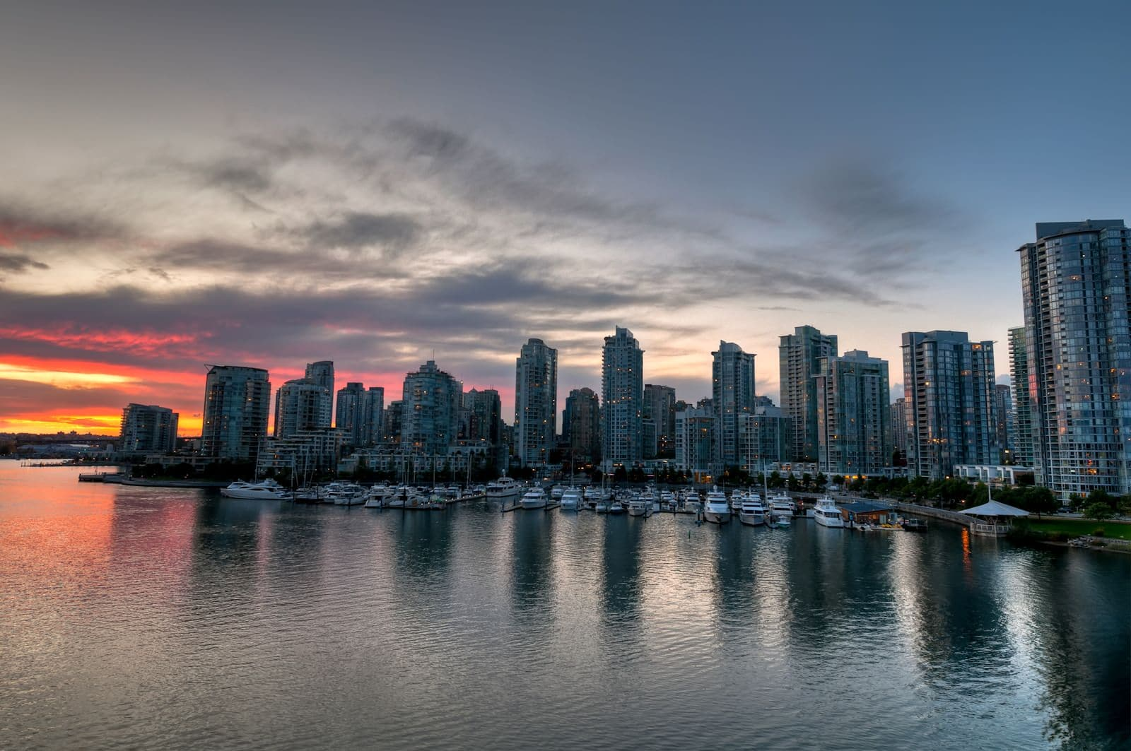 Photo vancouver skyline at sunset mike heller for Home wallpaper vancouver