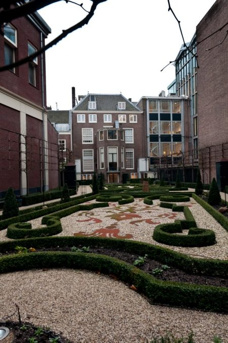 Amsterdam Dec 2011 courtyard