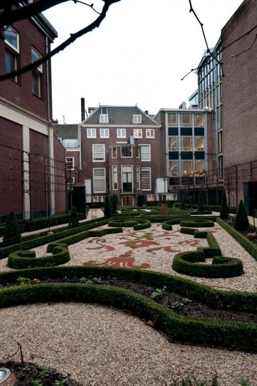Amsterdam Dec 2011 courtyard