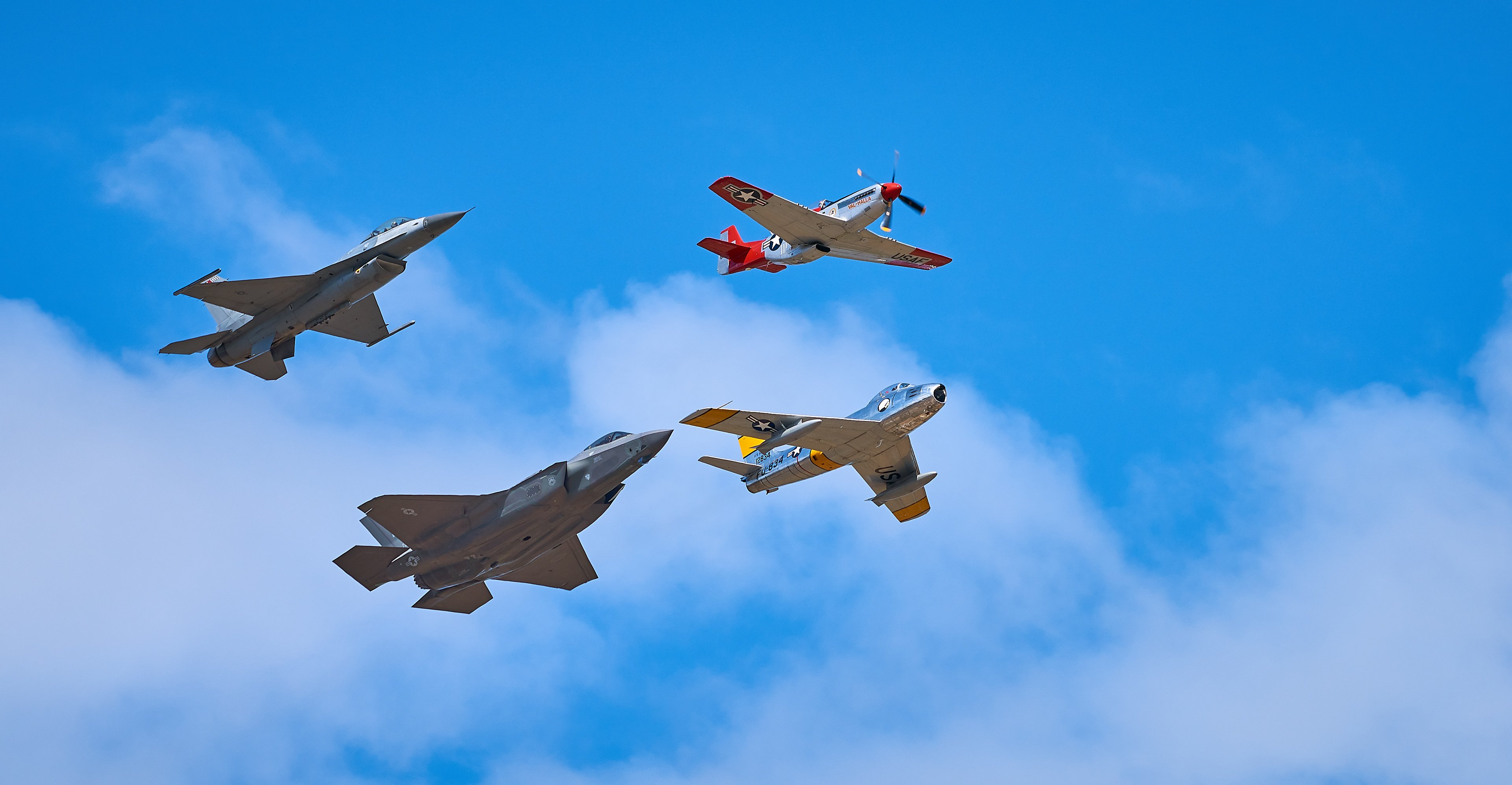 Abbotsford Airshow : 2017-08-13 : Heritage Flight with F35