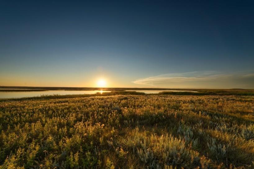 Alberta Visit Aug 2012 : Sunset at the Newell Lake