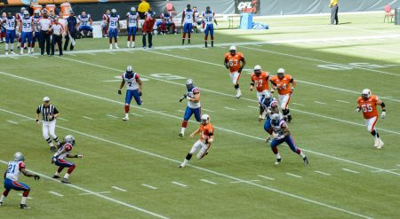 CFL Football : BC Lions vs Montreal Alouettes : Sept 8 2012 : QB Run
