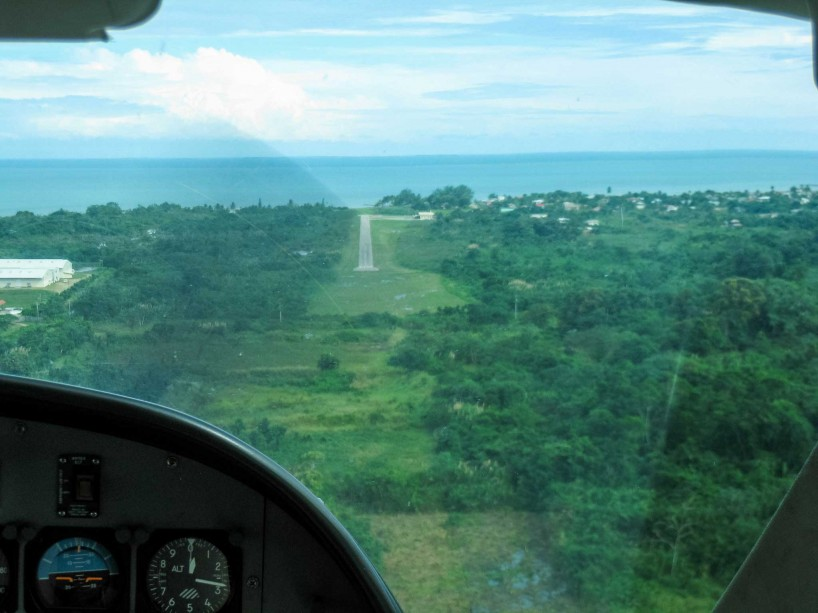 2012-11-30 : Belize Vacation : Dangriga Airport Approach
