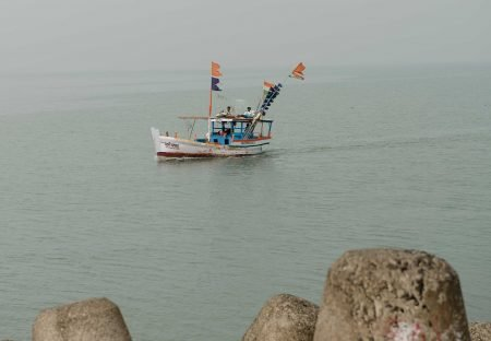 Oct 2012 : Mumbai Visit : Fishing boat coming back into the harbour