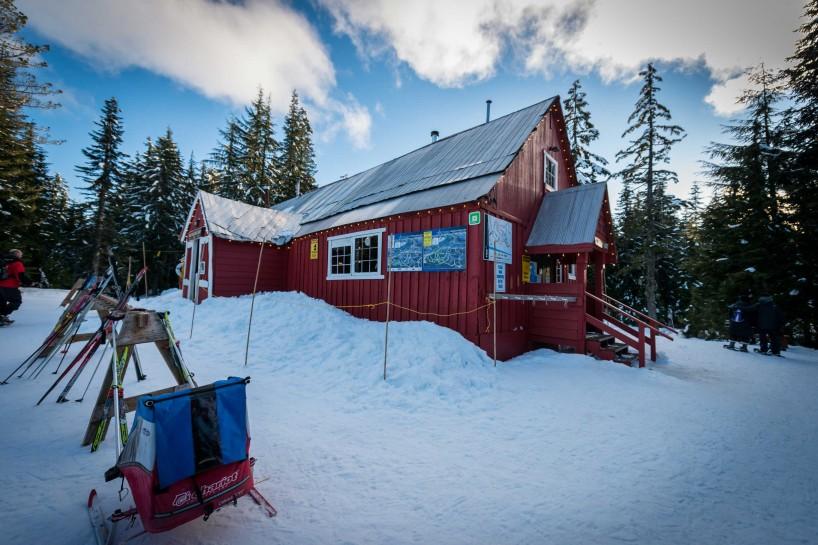 Cypress Mountain Snowshoeing 2014-03-20: Hollyburn Lodge