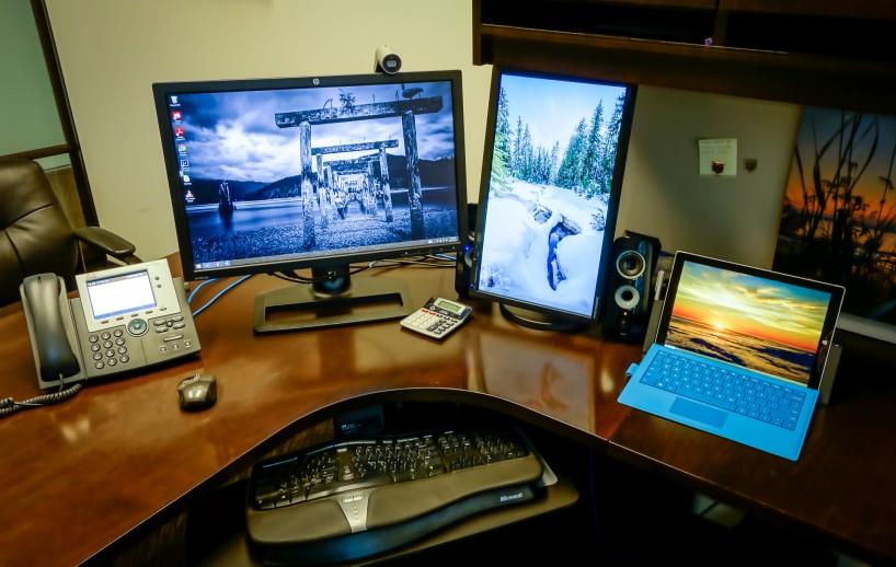 Surface Pro 3 : Three Monitor Desktop Setup